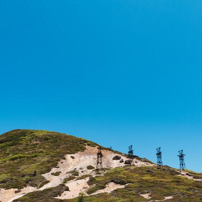 「毛無峠に立ち並ぶ古い鉄塔」の写真素材