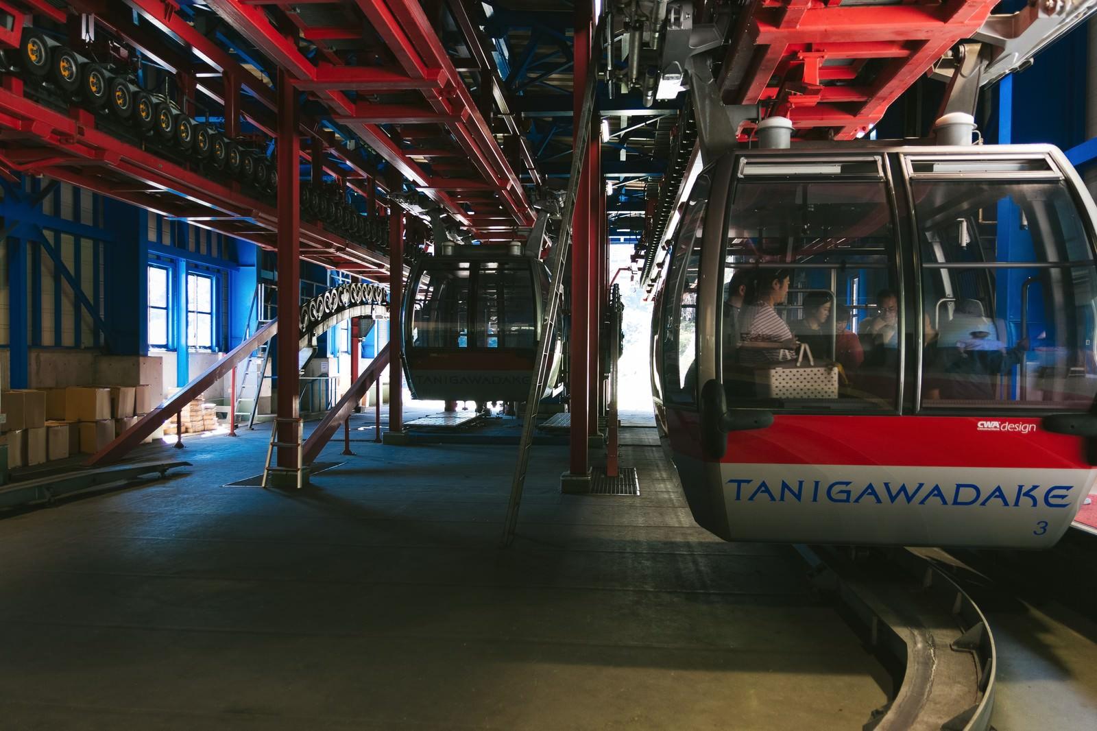 「ロープウェイの降車口ロープウェイの降車口」のフリー写真素材を拡大