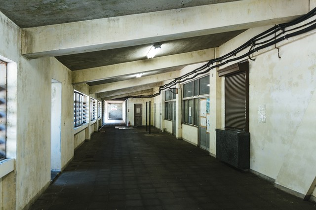 土合駅内の通路の写真