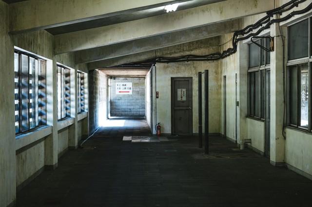 薄暗い土合駅の写真
