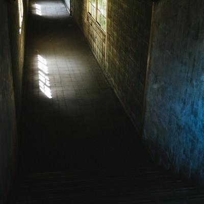 「暗く奥まった土合駅の通路」の写真素材