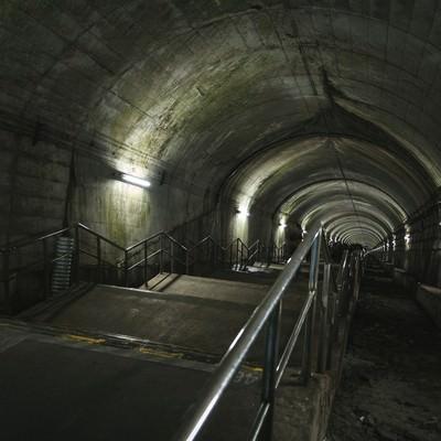 「日本一のモグラ駅(462段の下り階段)」の写真素材