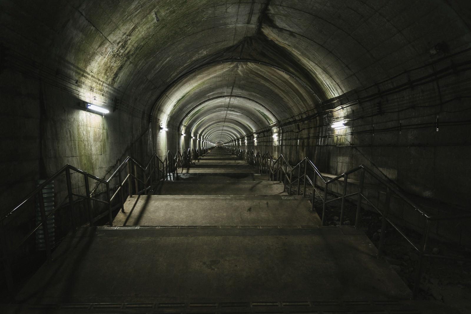 「下るのに10分以上かかると言われている土合駅の階段」の写真