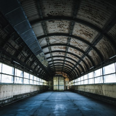 「廃墟感漂う土合駅のアーチ型通路」の写真素材