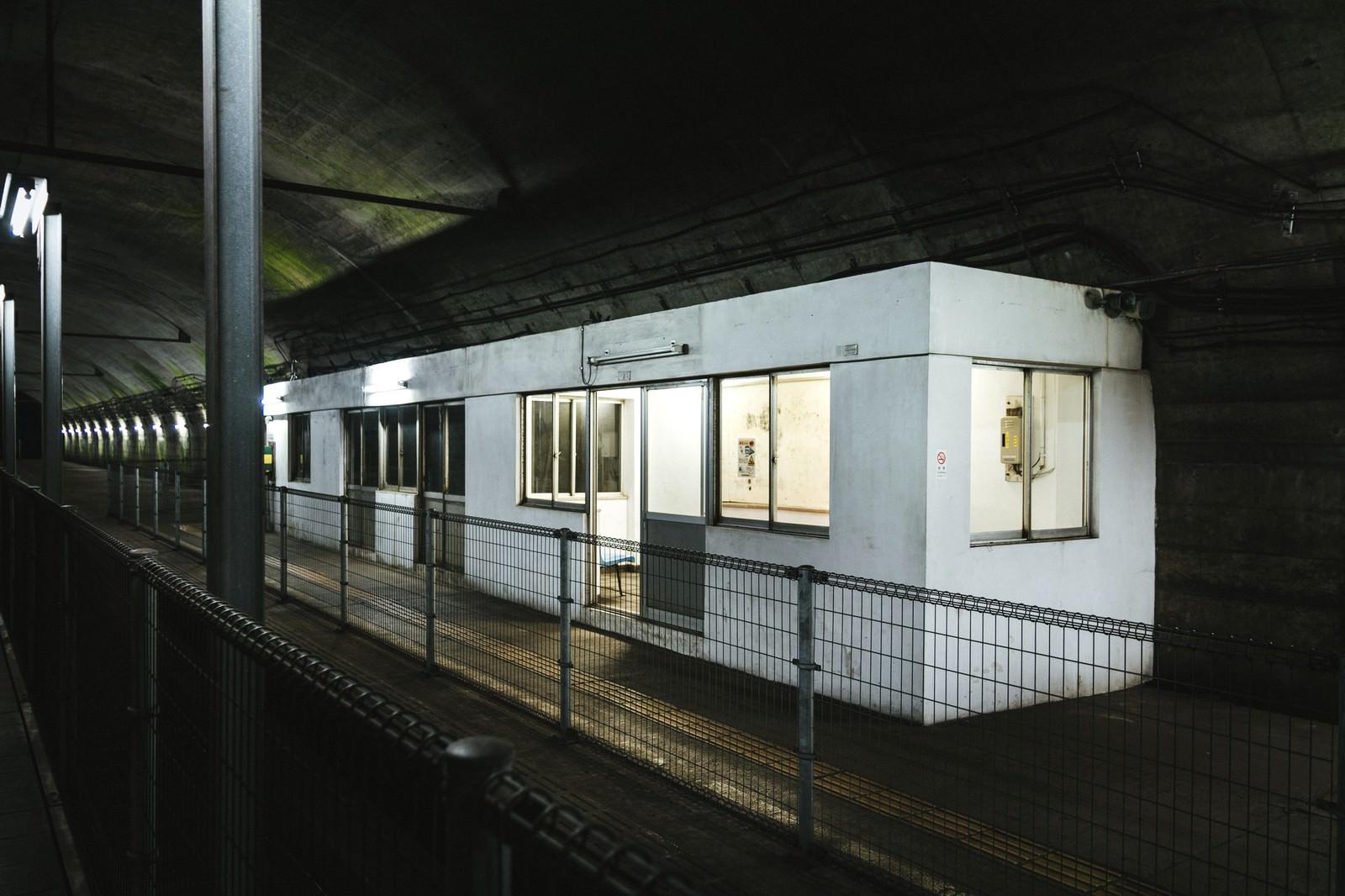 「土合駅地下ホーム待合室」の写真