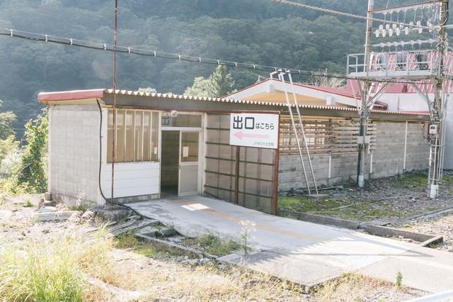 土合駅の上りホーム出口の写真