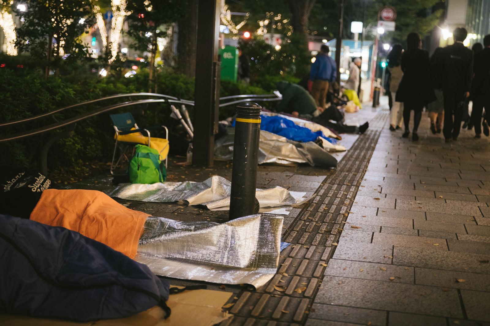 「新製品の徹夜寝袋組   写真の無料素材・フリー素材 - ぱくたそ」の写真