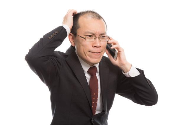 ストレスによる抜け毛が著しいクレーム担当者の写真
