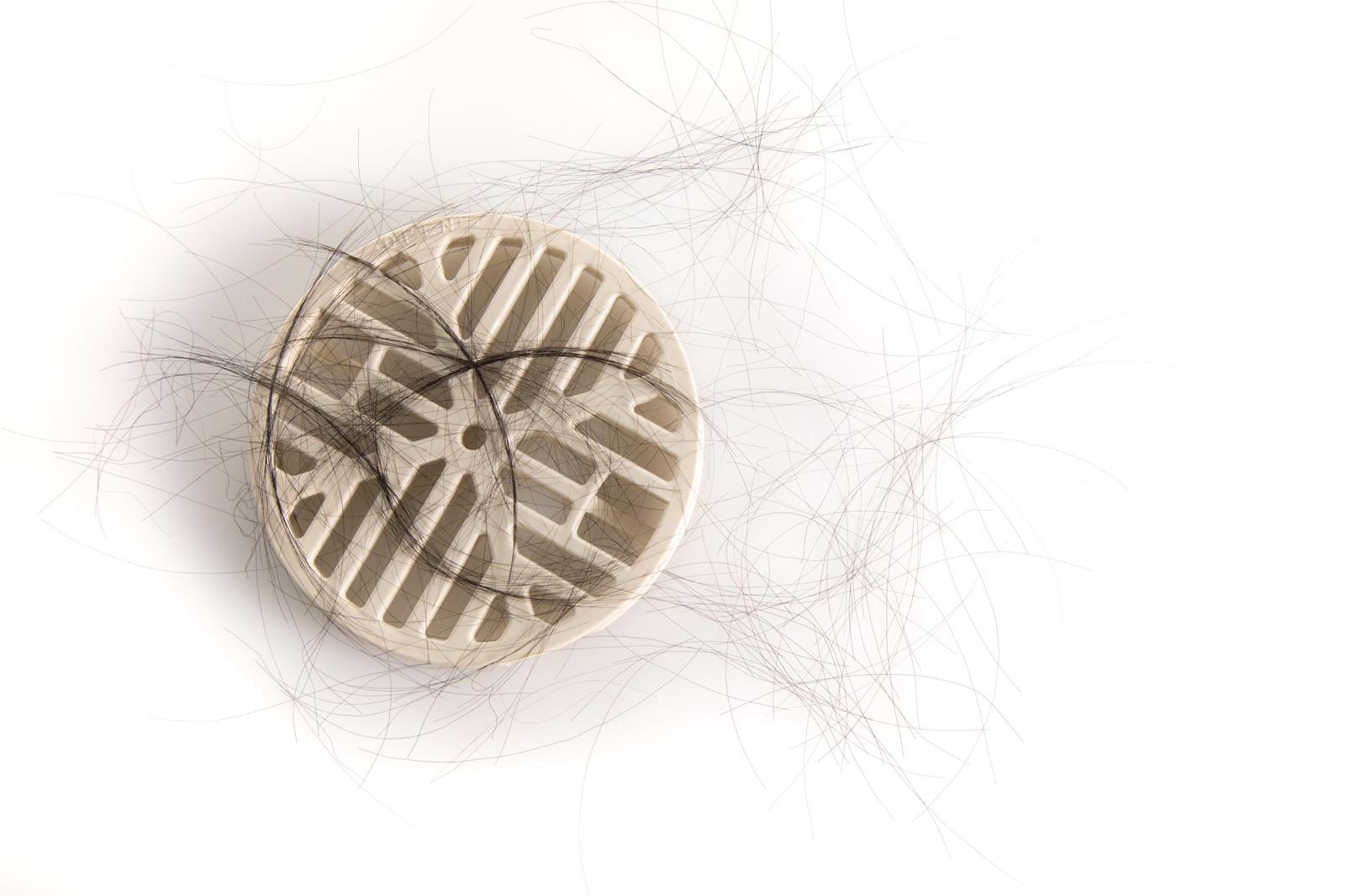 「排水口に溜まった抜け毛」の写真