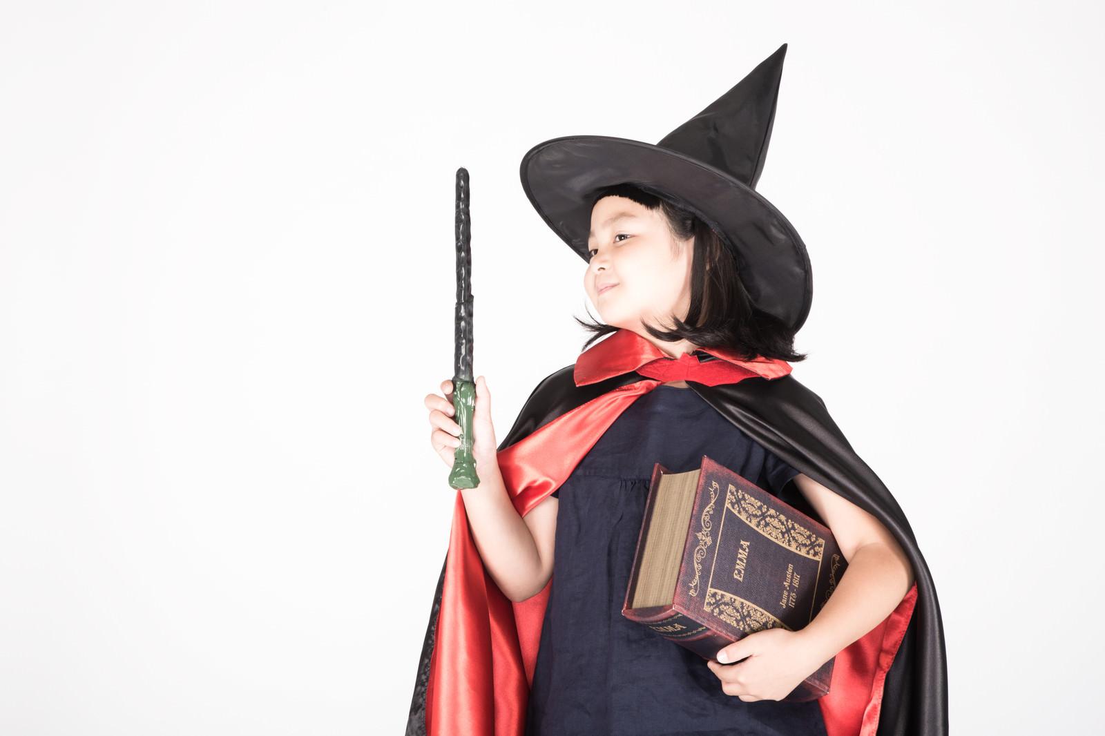「魔法書を持った魔女娘魔法書を持った魔女娘」[モデル:ゆうき]のフリー写真素材を拡大