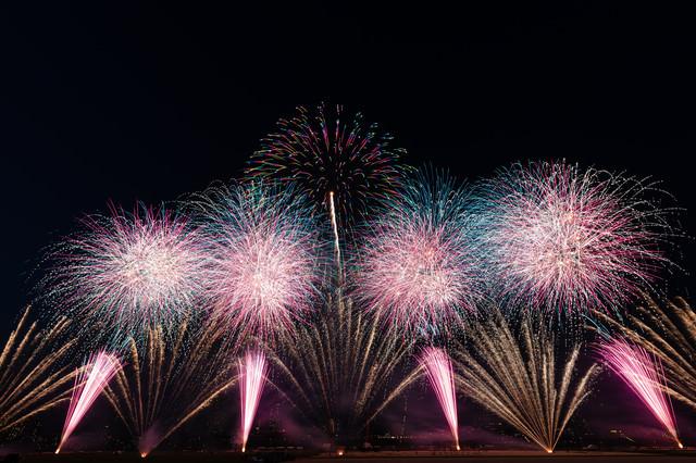 江戸川区花火大会のオープニングの写真