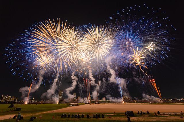 江戸川区花火大会を特等席から撮影した様子の写真
