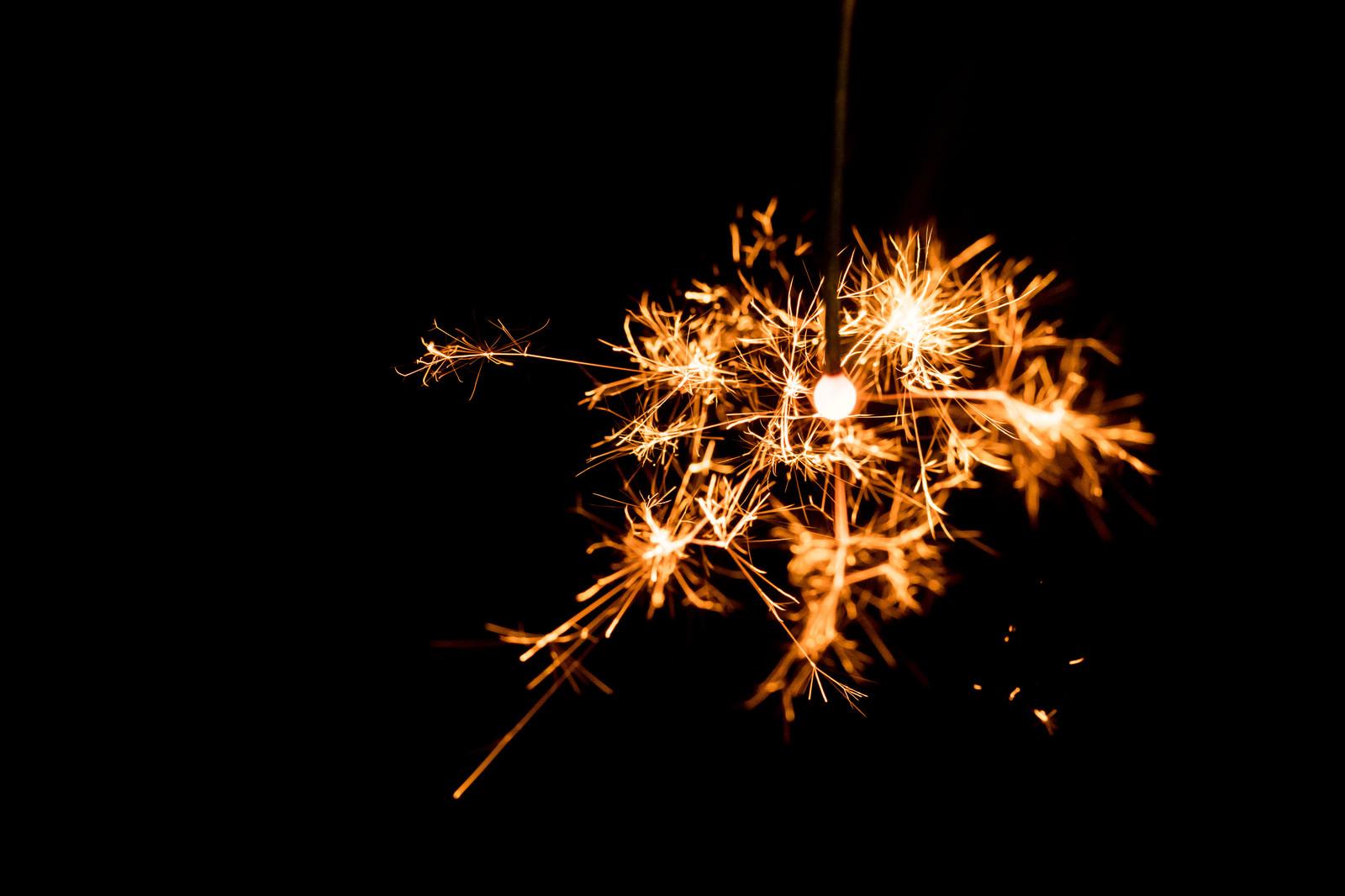 「線香花火パチパチ線香花火パチパチ」のフリー写真素材を拡大