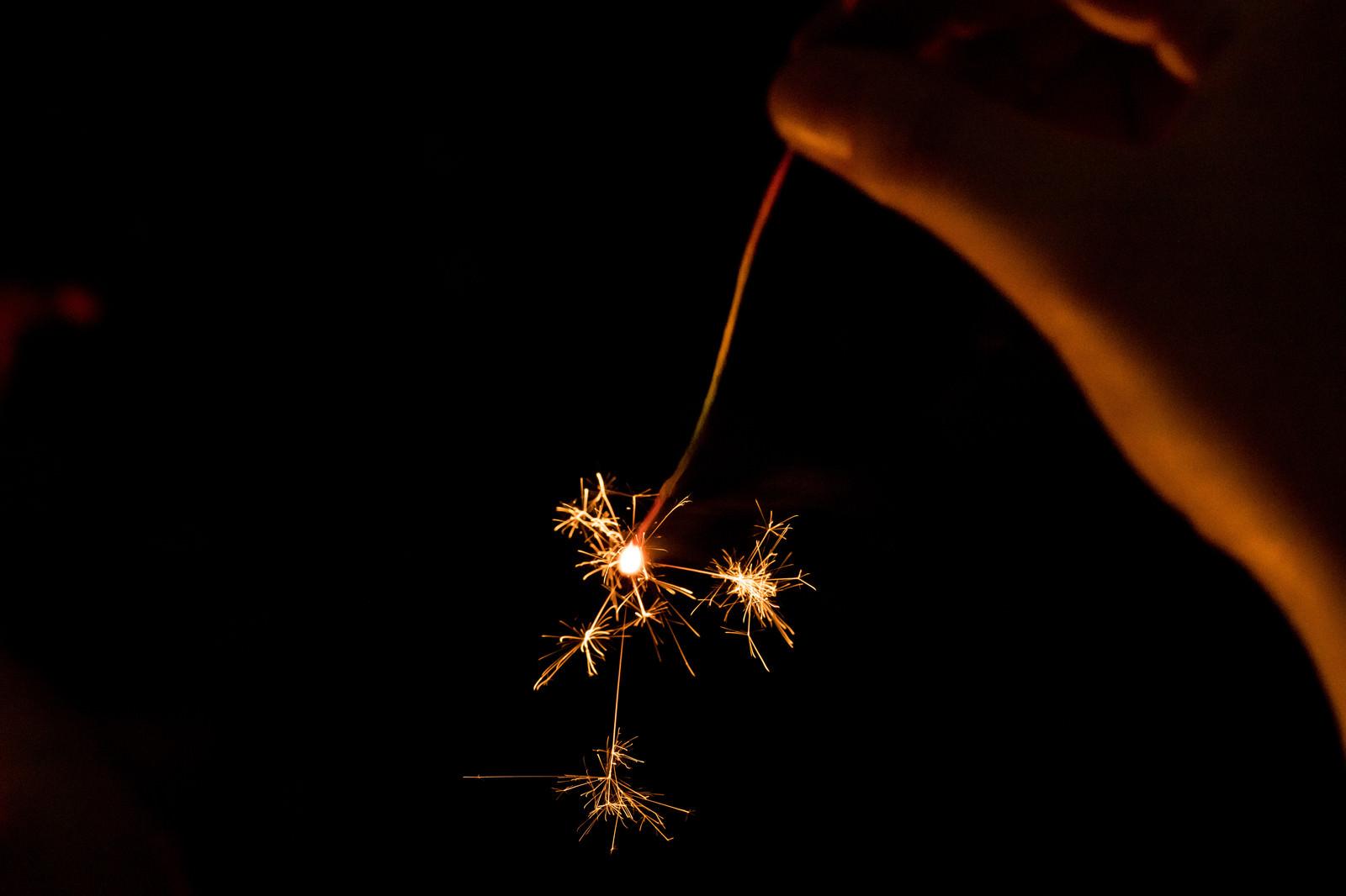 「手持ち線香花火」の写真