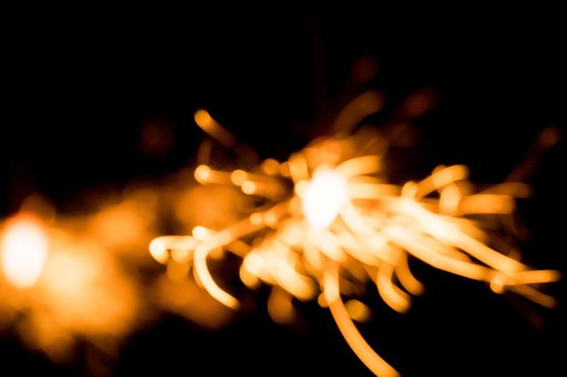 飛び散る火花(ボケ)の写真