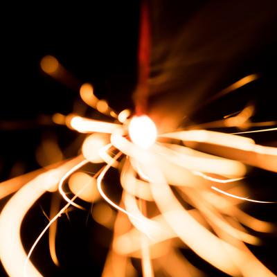 光が飛び散る(線香花火)の写真