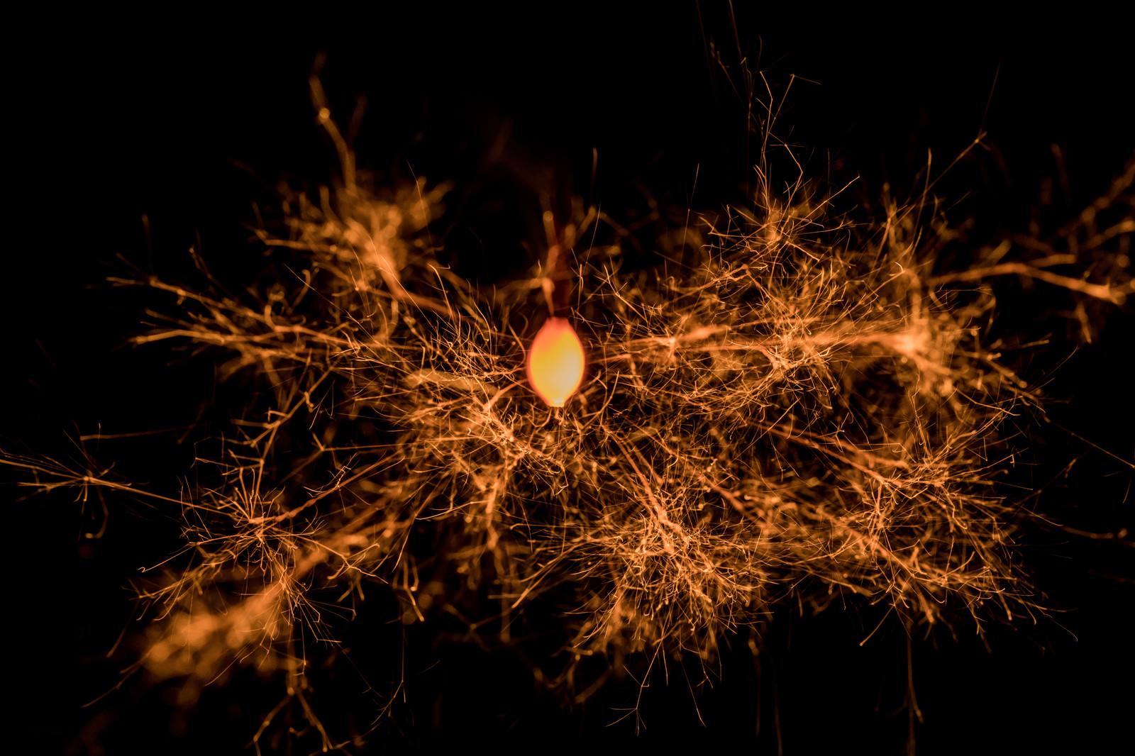 「龍脈のような飛び散る火花」の写真