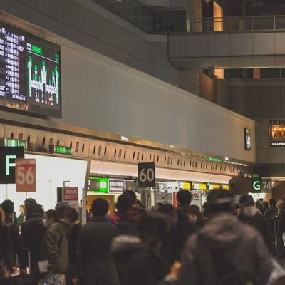 「混雑する羽田空港」の写真素材
