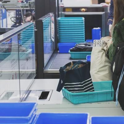 「空港の手荷物検査」の写真素材