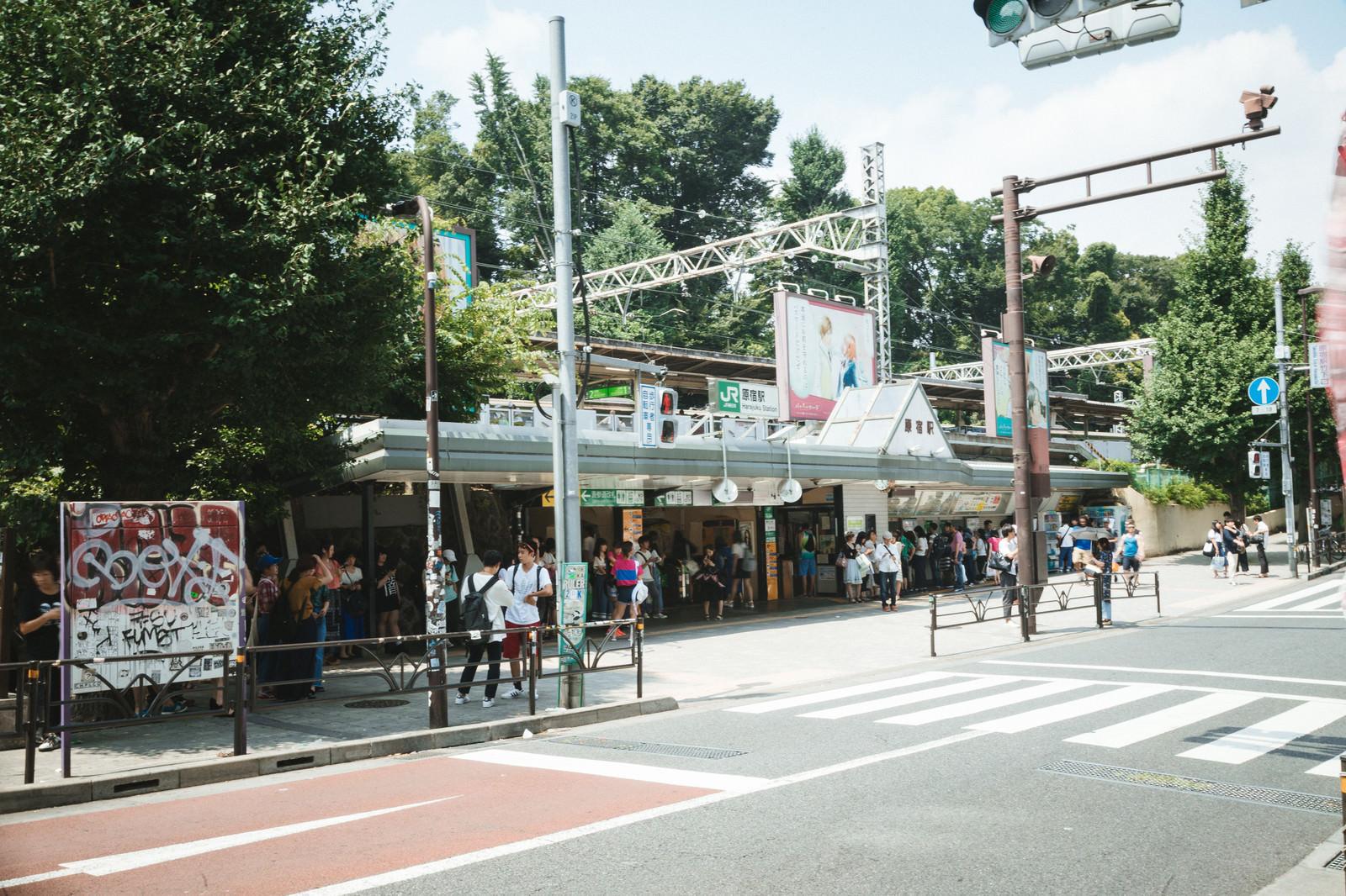 「原宿駅(竹下口前)原宿駅(竹下口前)」のフリー写真素材を拡大
