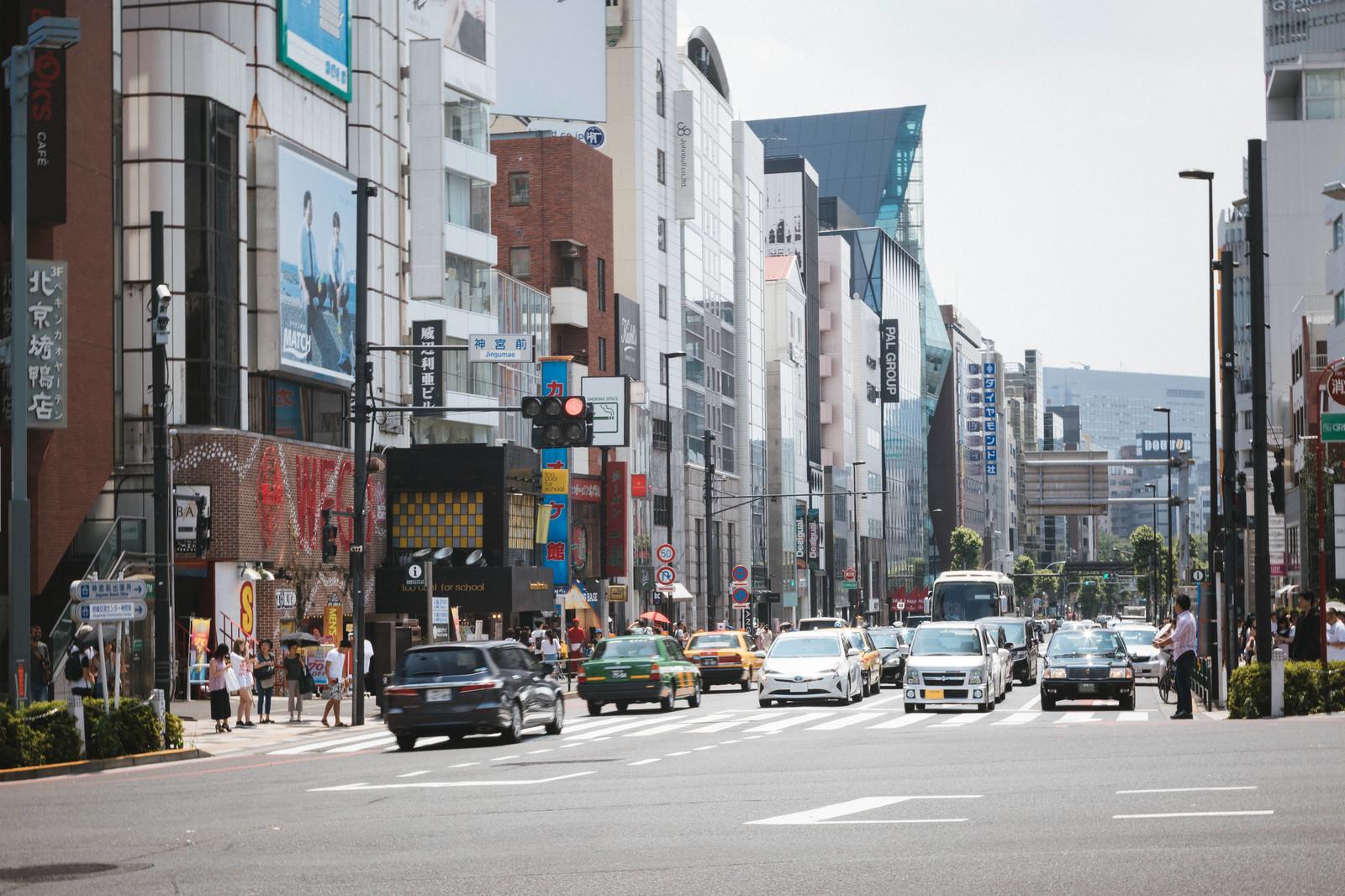「神宮前交差点の様子」の写真