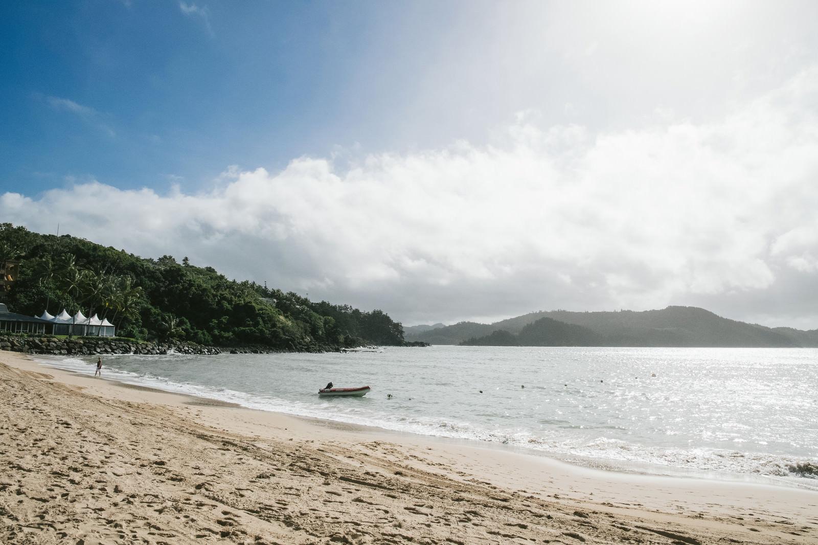 「晴れた日の砂浜」の写真