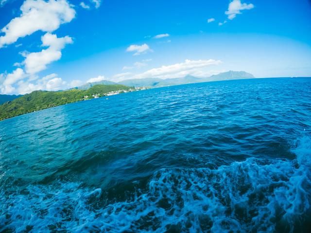 ハワイの海上を移動中の写真