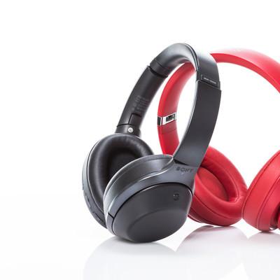 「黒と赤のワイヤレスヘッドフォン」の写真素材