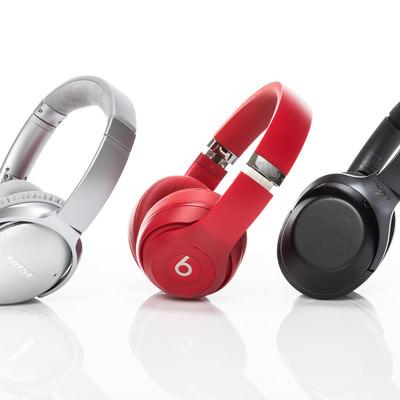 「三種類のワイヤレスヘッドフォン」の写真素材