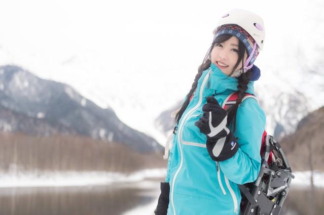 山ガール、冬の雪山レイヤリングの写真