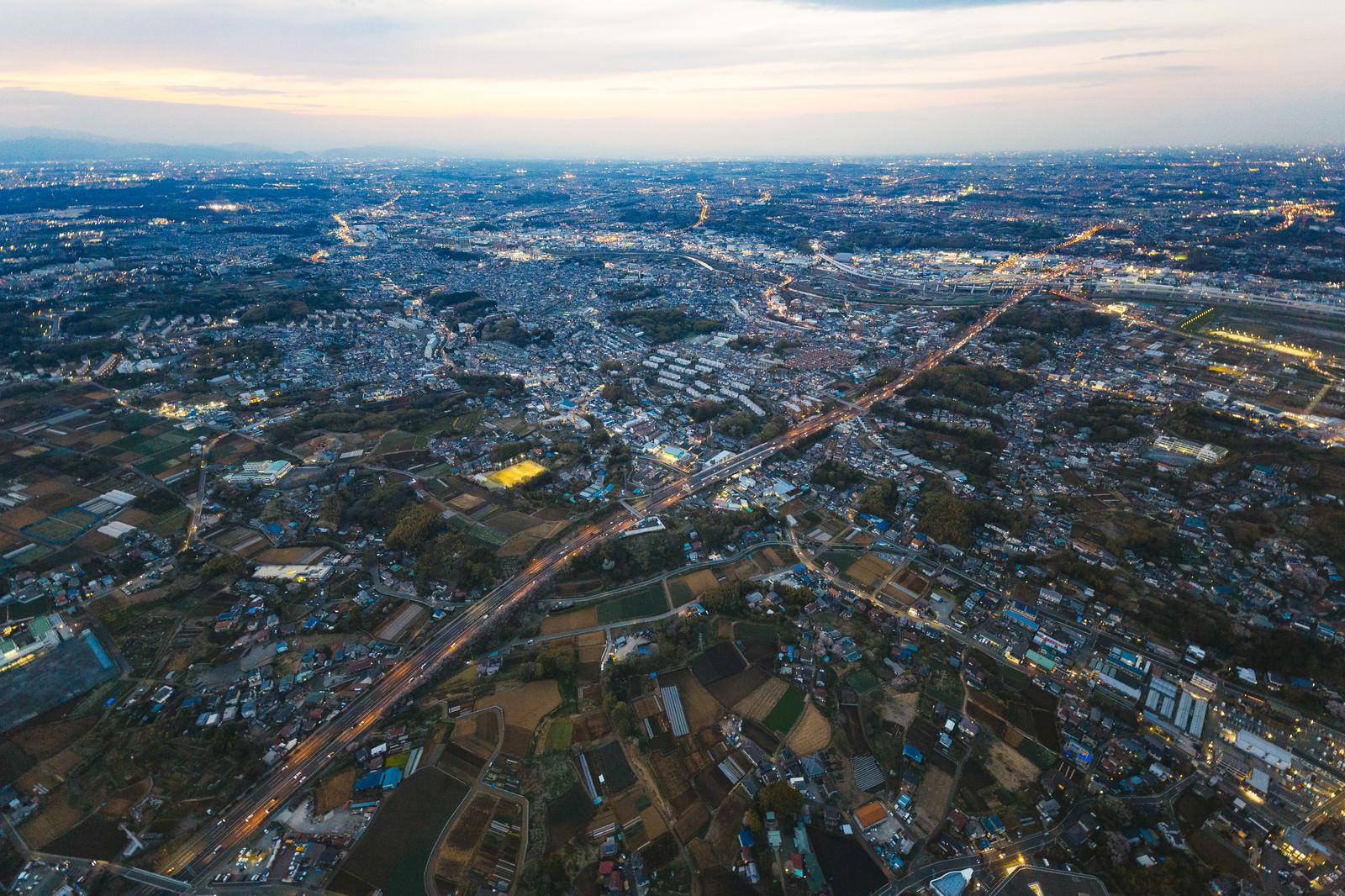 「上空から撮影した高速道路」の写真