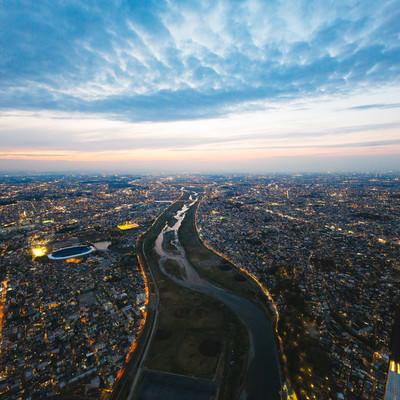 多摩川上空(左が神奈川県、右が東京都)の写真