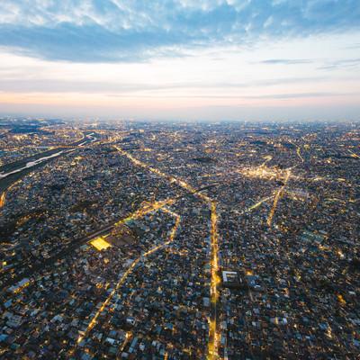 交通量の多い環八通り(ヘリ上空からの撮影)の写真