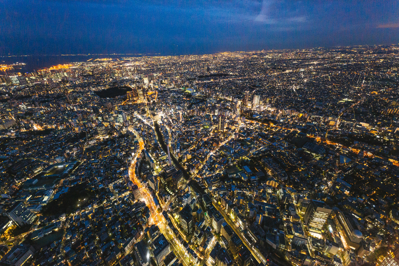 「東京都心の夜景(ヘリコプターから空撮)」