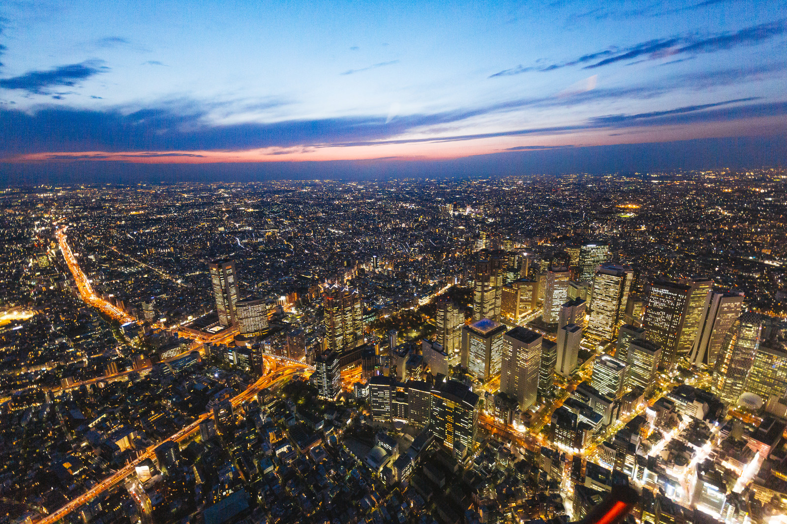 新宿のビル群(上空)のフリー素材