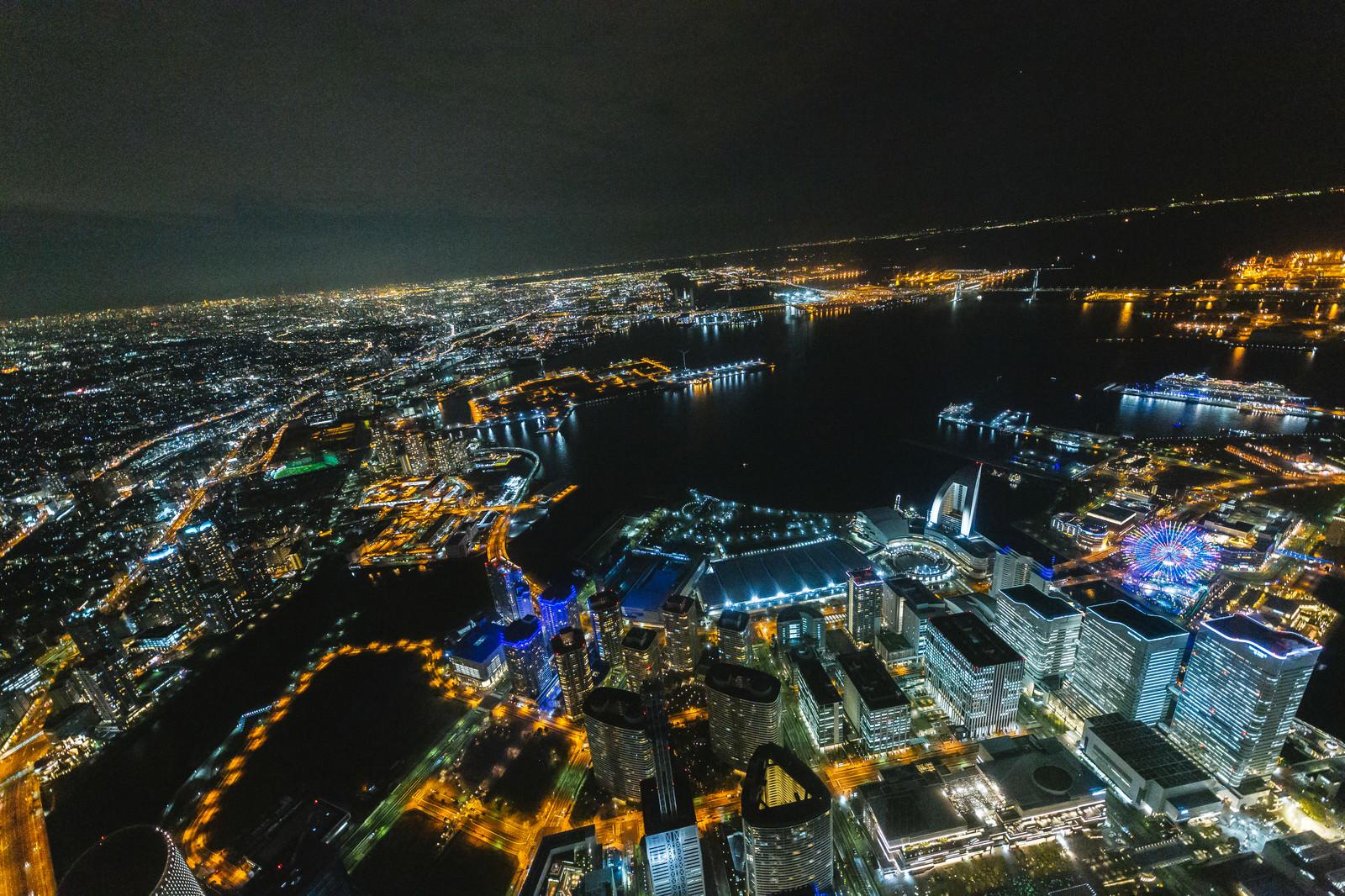 「横浜みなとみらいの上空撮影(夜景)」の写真