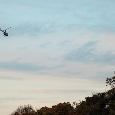 飛び立つヘリコプターの写真