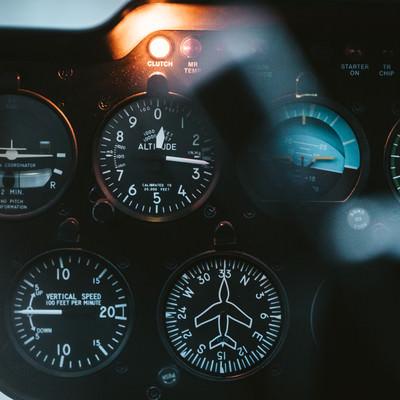 ヘリコプターの計器類の写真