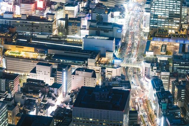 渋谷駅周辺の空撮夜景の写真