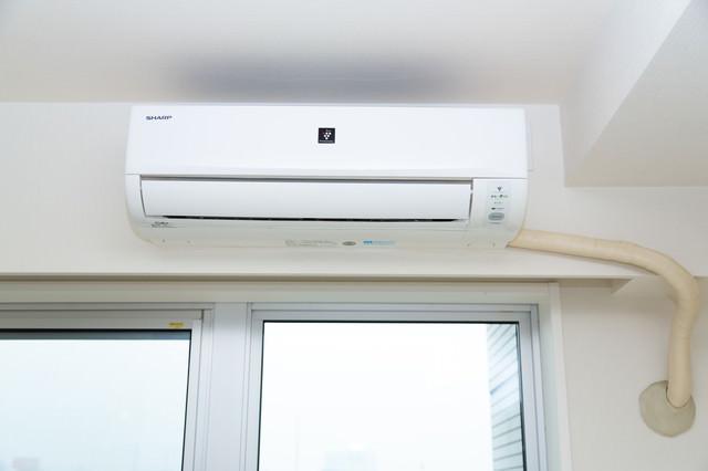 SHARP製のエアコンの写真