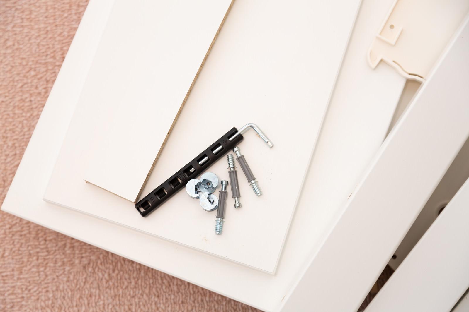 「開梱したばかりの組み立て家具」の写真