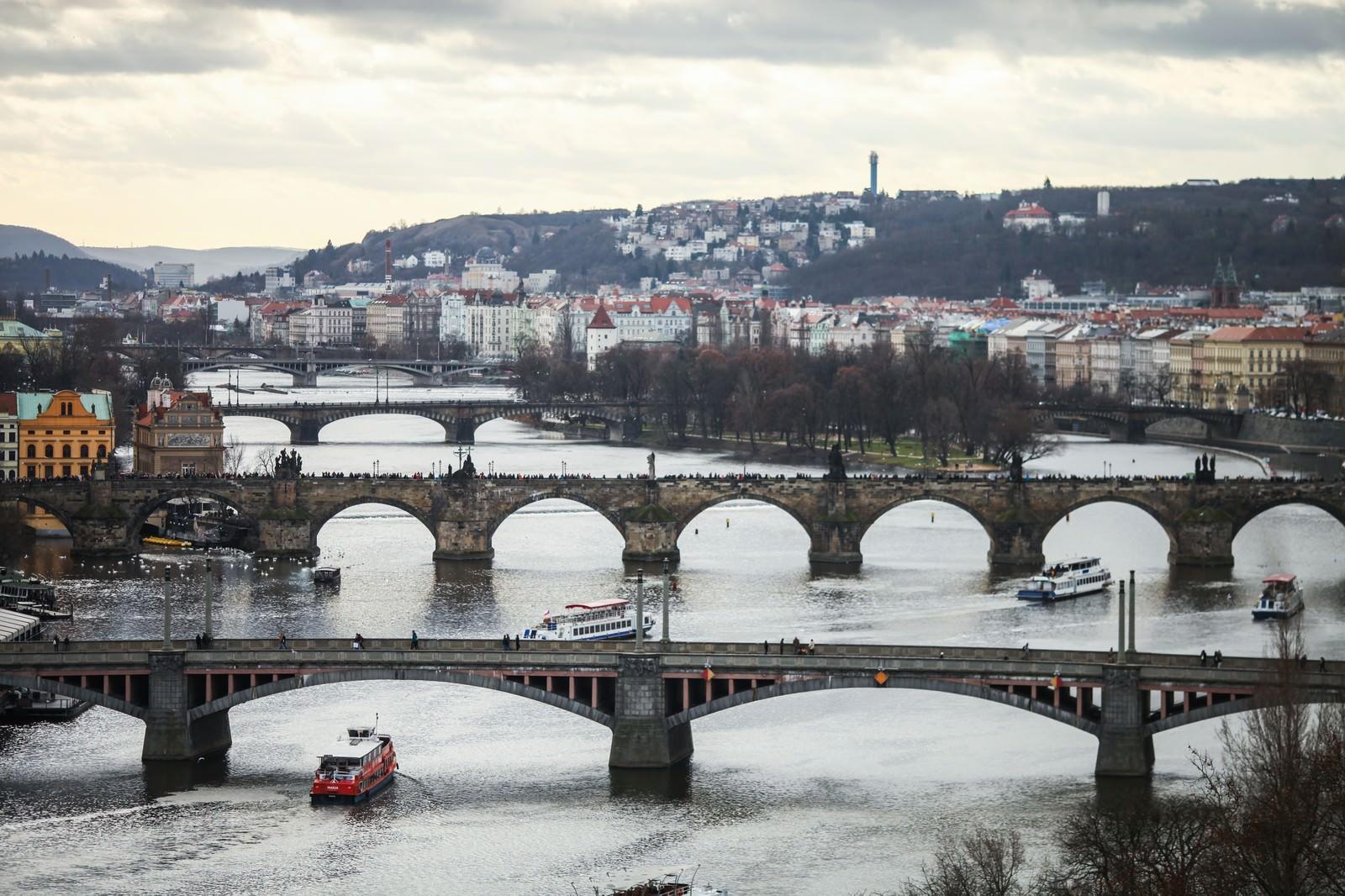 「チェコ・プラハの河川と街並み」の写真