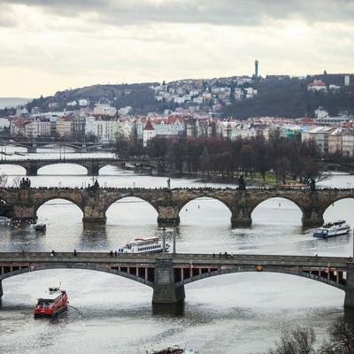 「チェコ・プラハの河川と街並み」の写真素材