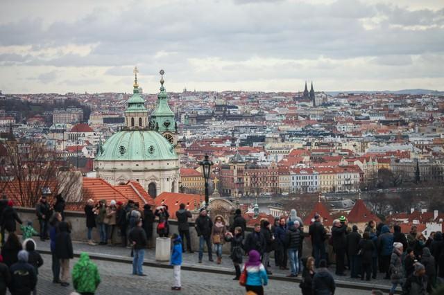 観光客が集まるチェコ・プラハの街並み