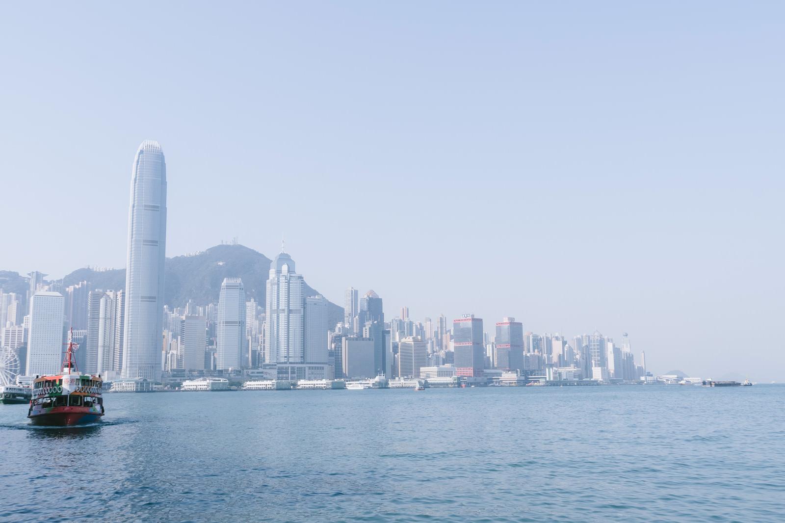「香港の港と都市部のビル群香港の港と都市部のビル群」のフリー写真素材を拡大