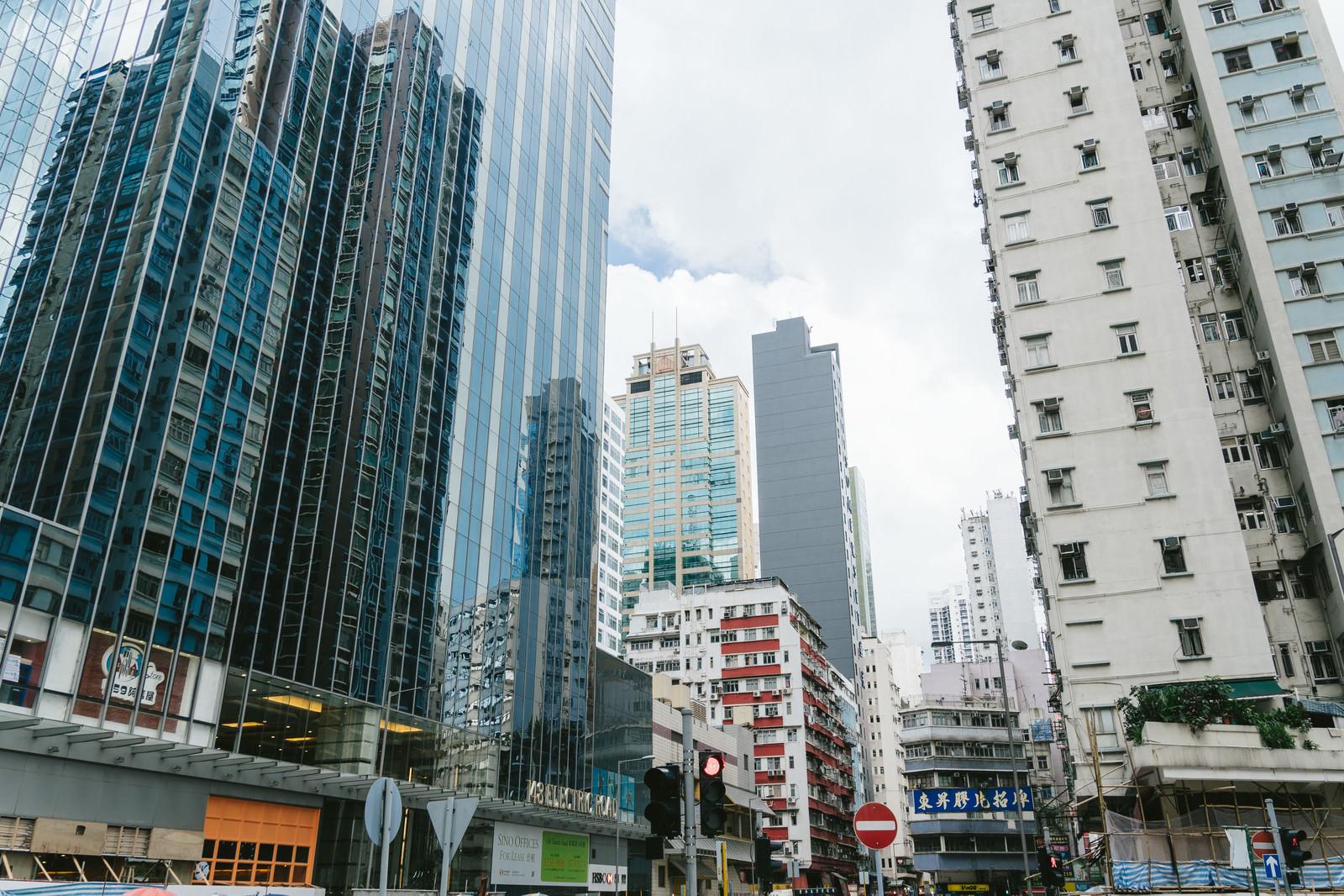「香港のビル群と街並み」の写真
