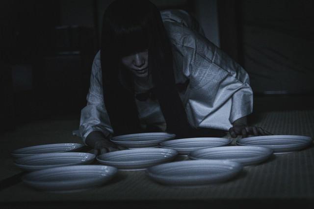 深夜の棚卸し作業(どうしても在庫が一枚合わない)の写真