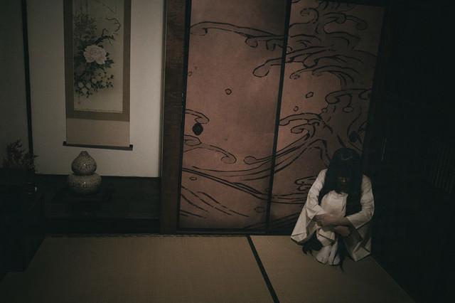 和室の隅っこにぼっち霊の写真