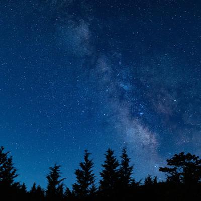 山奥から見える星雲の写真