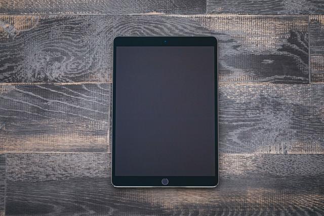 画面が大きいタブレット端末の写真